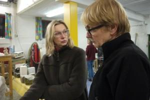 Liesbeth is kunstenaar en geeft kunstcoaching aan een cursist