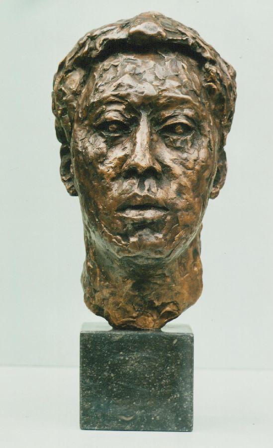 Portret Robert Hallatu, galeriehouder brons hoogte 45 cm