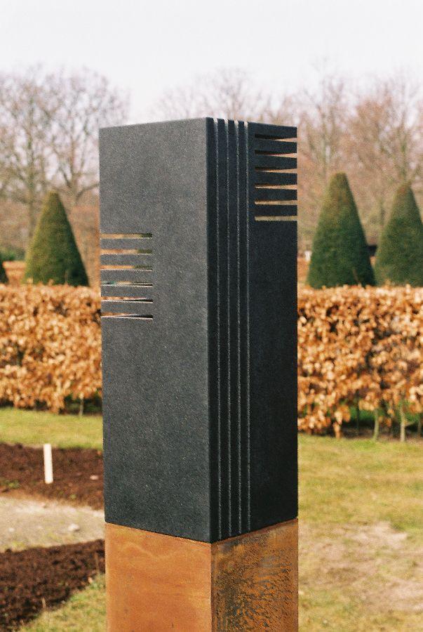 B068 zwart graniet, cortenstaal 18 x 18 x 165 cm