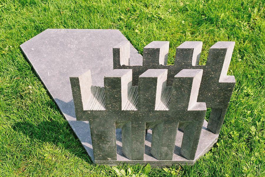 ZONNEBEELD VII Belgisch hardsteen 95 x 45 x 50 cm