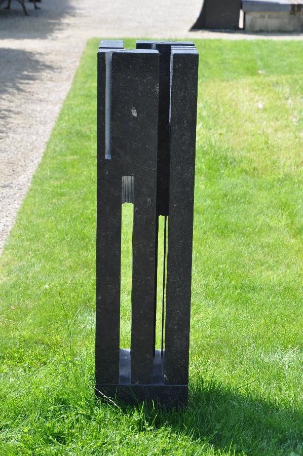 ZONNETOREN III Belgisch hardsteen 24 x 26 x 100 cm