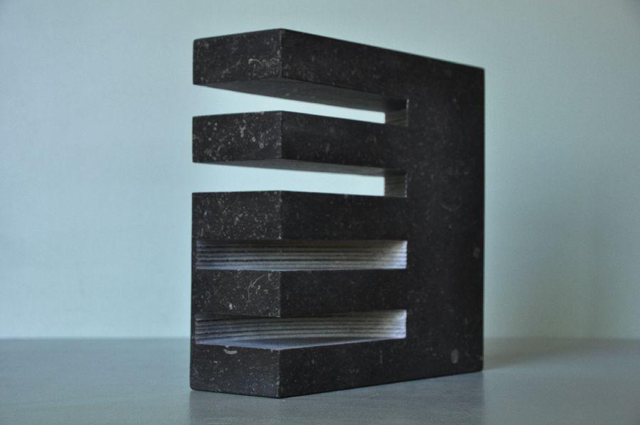 B051 Belgisch hardsteen 30 x 10 x 29 cm