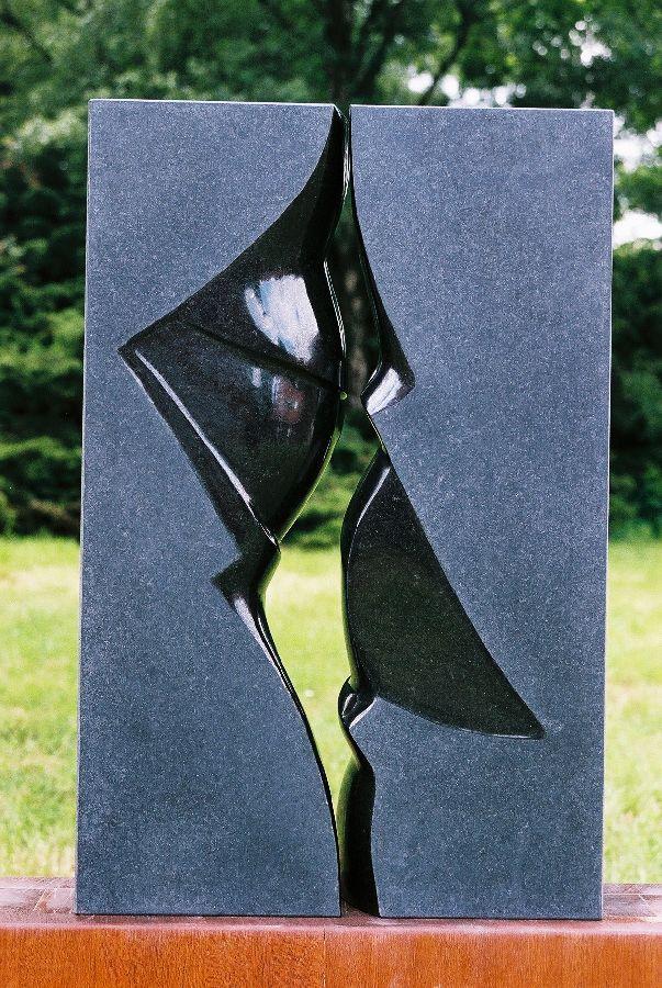 KIJK ME IN DE OGEN II Belgisch hardsteen Kasteeltuin Ruurlo  40 x 10 x 60 cm